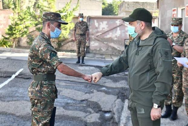 Armenia premier visits military unit