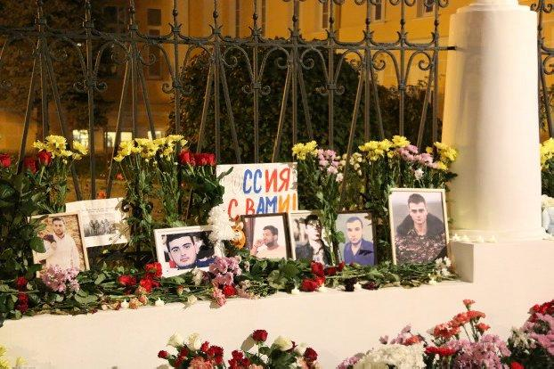 Thousands of flowers, photos of fallen Armenian soldiers placed outside embassy in Russia