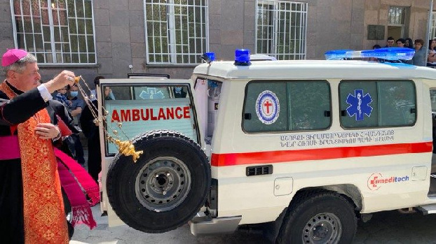 Pope Francis donates ambulance and medical equipment to Armenia