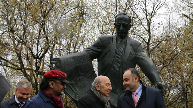 Statue of Soviet Armenian architect Karo Halabyan unveiled in Moscow