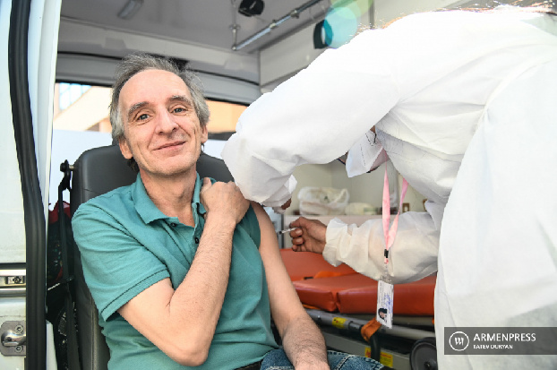 COVID-19: Mobile site in downtown Yerevan provides easy access to everyone willing to get vaccinated
