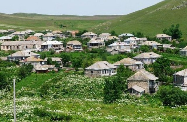 Armenia Gegharkunik Province border village head: Never happened that the enemy was so close