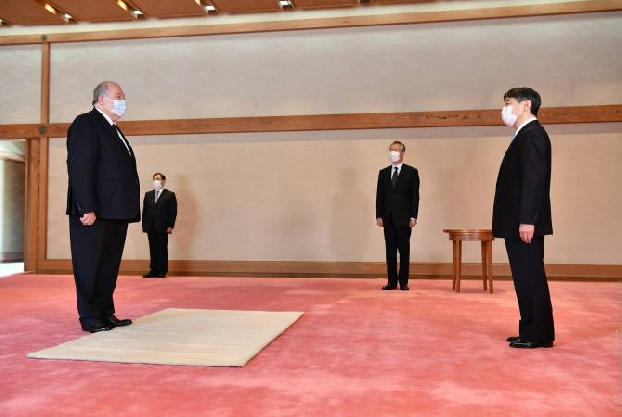 Armenian President holds private talk with Emperor of Japan in Tokyo