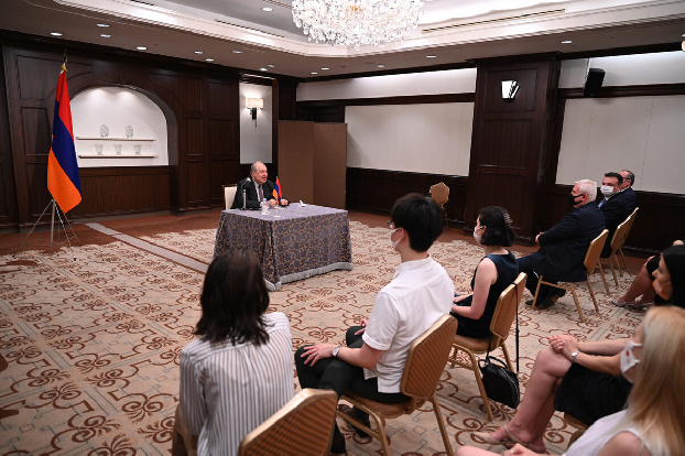 Human resources Armenia's main advantage: President Sarkissian meets with Armenians in Japan